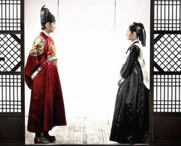 该剧由韩国著名演员金秀贤和韩佳人领衔主演,创下42.2%的最高单集收视率和52.59%的最高瞬间收视率,位居2005年以来迷你剧收视第一位,成为韩国国民剧之一。
