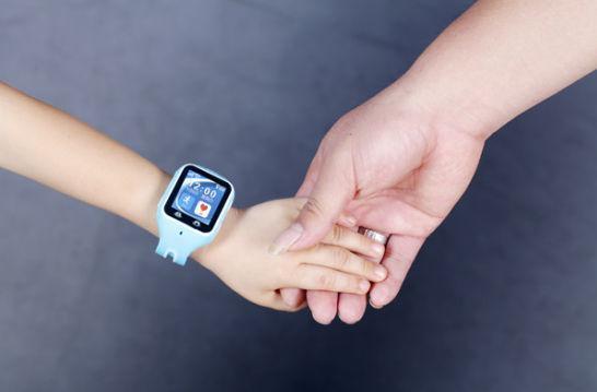 """这并不是央视第一次""""质疑""""儿童智能手表,早前,央视二套就曾播出节目指出儿童装还能手表辐射远超智能手机的问题<b"""