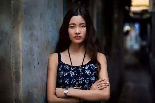 美女掰穴爽_她行走40多国拍遍当地美女,没有一张网红脸