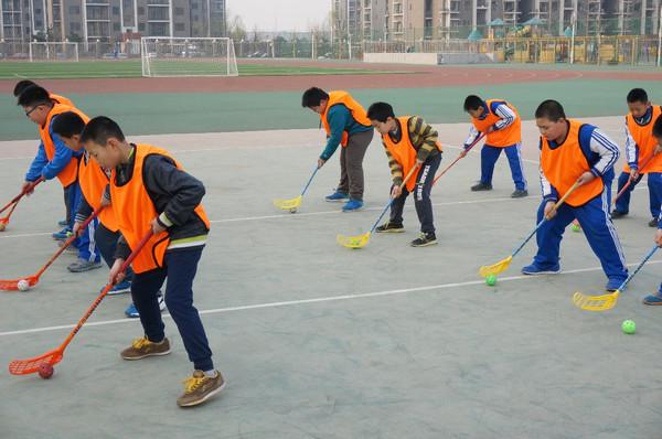 马术 高尔夫,飞镖,皮划艇,项目……北京这些中小学玩的体育热点,真的爬龙舟顺德图片