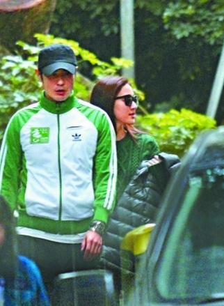 郑嘉颖和陈凯琳日前在香港街头拍拖