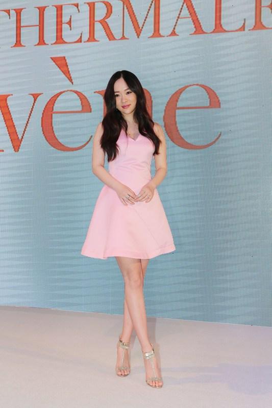 人民网北京2月29日(车柯蒙)上个月刚刚生下宝宝的佟丽娅产后28天晒出图片