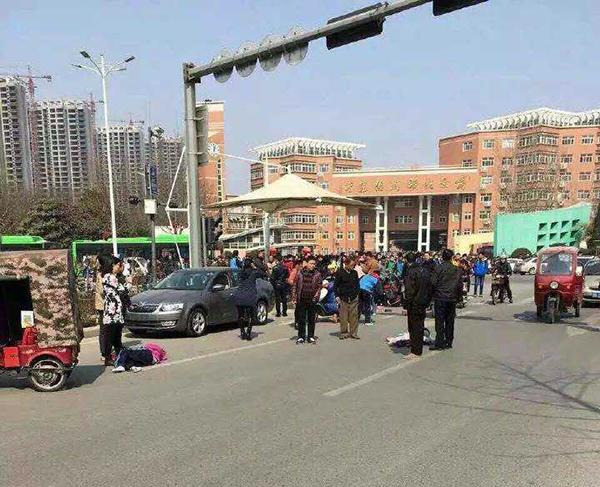 河南一越野车冲进校园致多名学生受伤 嫌犯已抓获