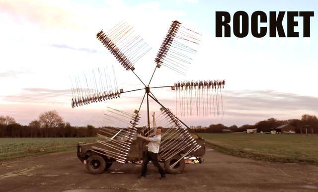 平时在生活中我们很少会去做一些让人惊喜的东西,但是只要花点时间和创意其实就能够做出来。在国外有一位叫汤姆的网友,他经常会用身边的一些材料来制造出让人眼前一亮的东西。最近他为了庆祝自己女儿的生日,特意用一个旧的风车做成了一个大号的旋转风火轮。