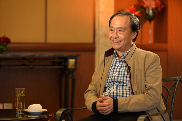 李波接受采访。