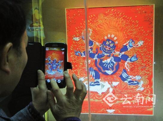 即日起至5日,只要到金殿游玩,都可以免费看到唐卡艺术展。本次展览引进了24幅唐卡艺术精品,游客可近距离接触到少数民族的艺术瑰宝。