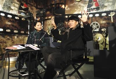 昨天,北影扮演高职停止三试,考官崔新琴和陈坤引碰头试状况。
