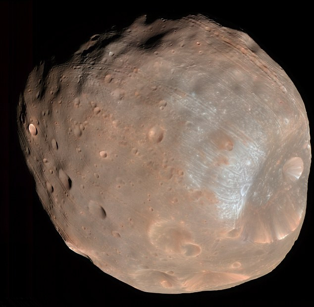 近日,美国宇航局NASA发布了一张火卫一在紫外线下成像的图片。据悉,NASA希望通过这张照片来分析火卫一是如何形成的,又由什么物质组成。