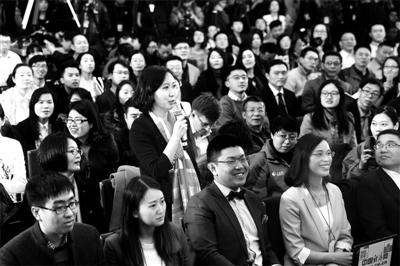 北青报记者在发布会上压轴提问 摄影/本报记者 魏彤