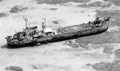 菲军舰非法坐滩仁爱礁。人民网照片