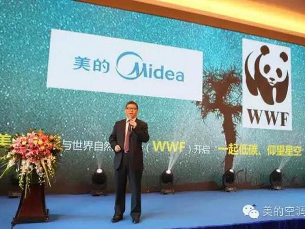 """3月1日,""""1起低碳,瞻仰星空""""美的空调ECO变频星空阴谋启动宣布会在国度集会中央郑重举办。美的空调联袂WWF(天下天然基金会),诚邀你一路去看中国最美的星空。这也是美的ECO节能变频空调市场遍及的又一市场力作。WWF中国总做事卢思骋在宣布会上暗示,WWF和美的空调的本次互助,也开启了中国度电行业在""""公益营销""""运动上的先河,也守候更多的中国度电企业加入个中。"""