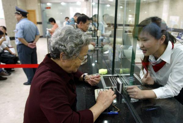 人社部宣布渐进式的延迟退休方案已拟出,将于年内正式发布。 赵昀 澎湃资料