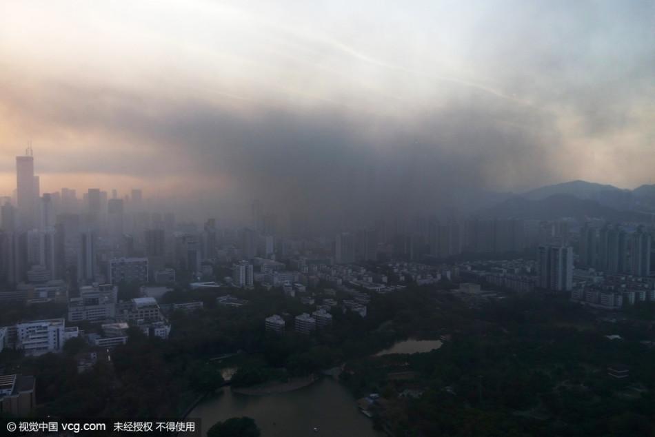 香港一回开场起火致黑烟覆盖半个深圳 滋味刺鼻