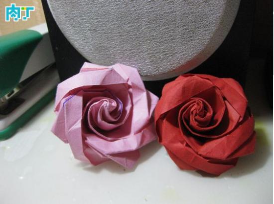 很好看的一款折纸玫瑰,折法也比较简单.-手工折纸冰淇淋玫瑰的图片
