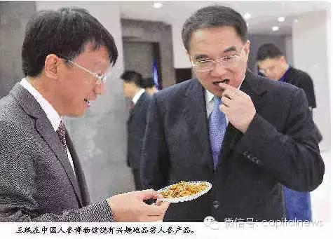 王珉部级干部当了20年,在江苏,当过苏州市委书记、常务副省长;在吉林,当过省长、省委书记;在辽宁,当过省委书记。按他的资历,很多人都认为他能再进一步。可惜没有!去年7月他到龄转到全国人大一专门委员会当副主任时,关于他个人问题的传闻,便在辽宁政坛传开。