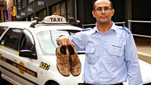 悉尼出租车司机皮埃尔因为穿了一双棕色的皮鞋而被警察罚款100澳元。
