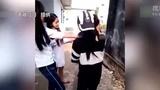 欧美扒衣强袭_视频:纪录片《科尼2012》惹争议 导演接受精神状况评估