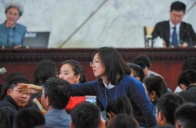 京华时报记者现场提问。京华时报记者 潘之望 摄