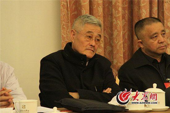 赵本山在小组会议现场。