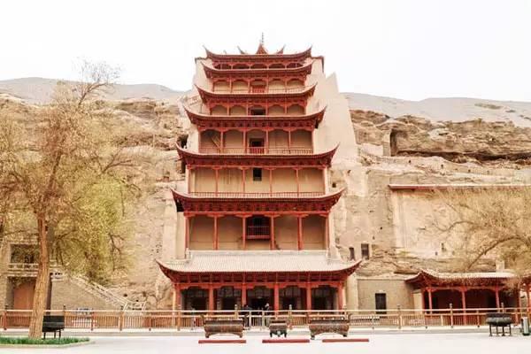 王圆箓/莫高窟的故事得要从上面这个塔说起,塔里葬的是1900年莫高窟...