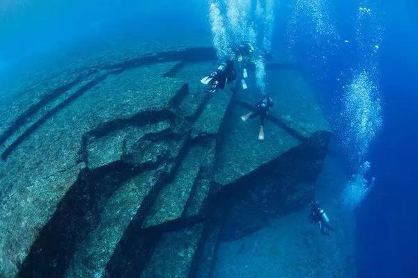 與那國島海底地形景觀遺跡!圖片