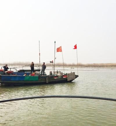 捕刀船开赴长江。