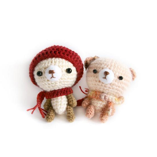 她擅长于用钩针编织一些可爱的小动物.