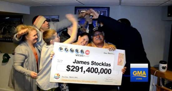 美国一名退休法官中了2.9亿美元劲球大奖。