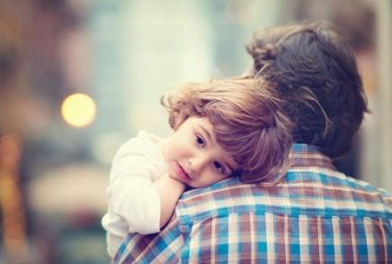哥哥的孩子是我什么_再大的孩子也需要父母的拥抱-搜狐母婴