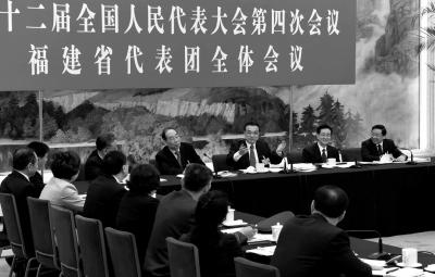 3月7日,中共中央政治局常委、国务院总理李克强参加十二届全国人大四次会议福建代表团的审议。新华社发