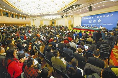 天下政协十二届四次集会举办记者会,聚焦绿色开展。本报记者 吴凡