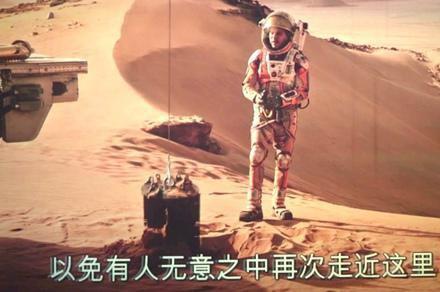 去年上映的《火星救援》,里面的男主角也是在火星上挖出了以前被埋在火星上核电池取暖,这才得以驾车远行的。