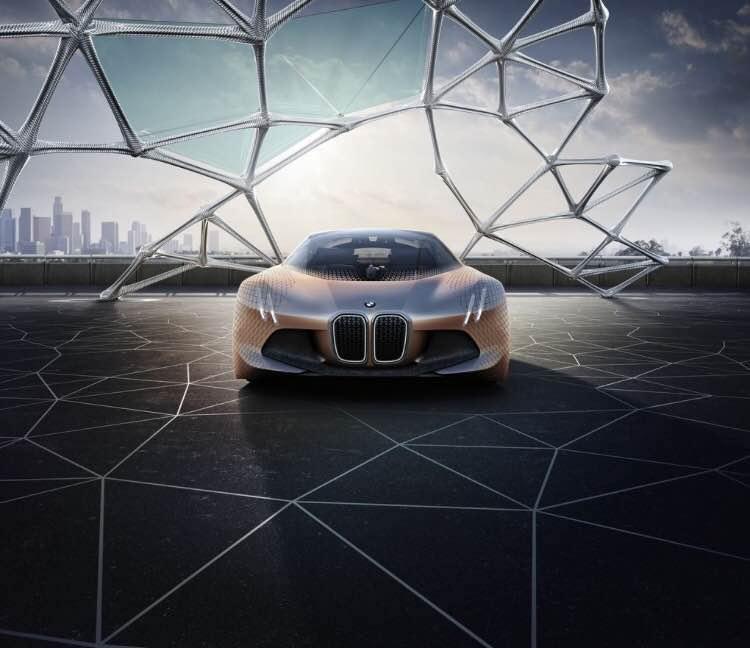 """宝马推出""""疯狂""""未来概念车 挡风玻璃首次使用增强现实技术"""