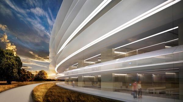 """但这或许都不是""""飞船""""建筑中所用到的最大的完整的玻璃。"""