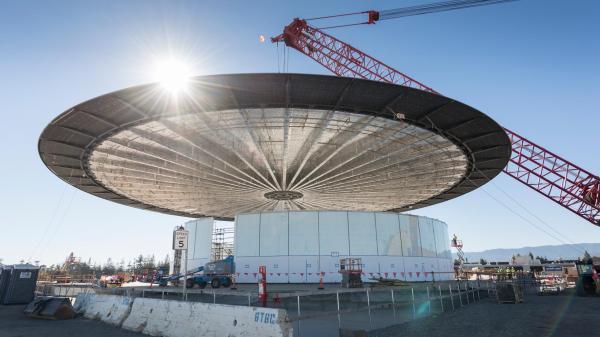 """苹果新总部大楼""""飞船""""有多酷炫?餐厅玻璃门有篮球场那么大"""
