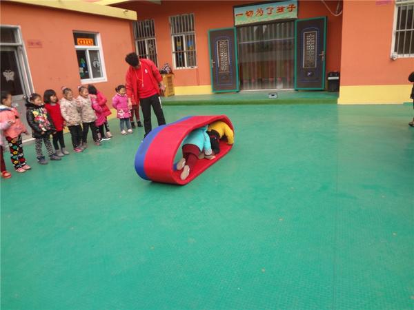 连云港宁海月红幼儿园情商游戏课:小小坦克车街机狼人游戏攻略图片