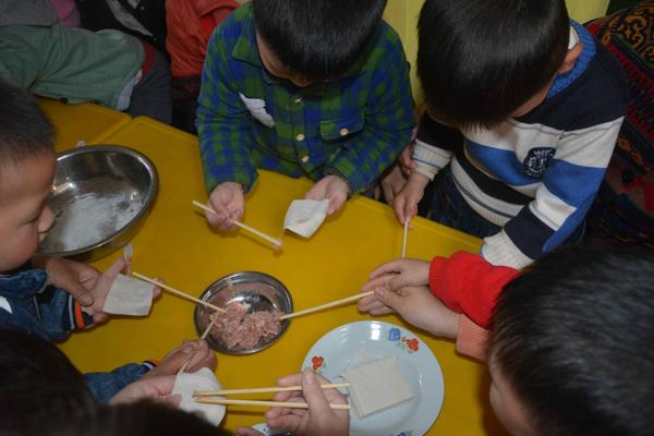 """婺源县蚺城幼儿园给妈妈过""""三八节"""""""