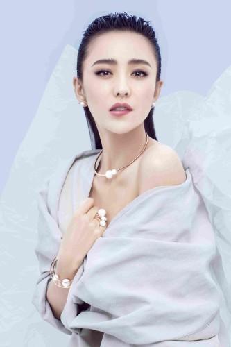 新疆影视女演员_迪丽热巴中国女演员新疆乌鲁木齐出生…