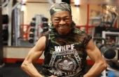 80岁老奶奶成世界健身冠军