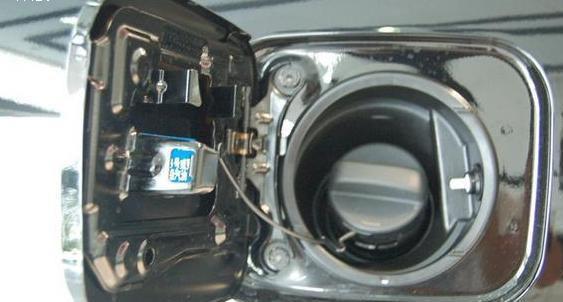 汽车 正文  油箱的结构设计,可以起到防水,保温的作用.