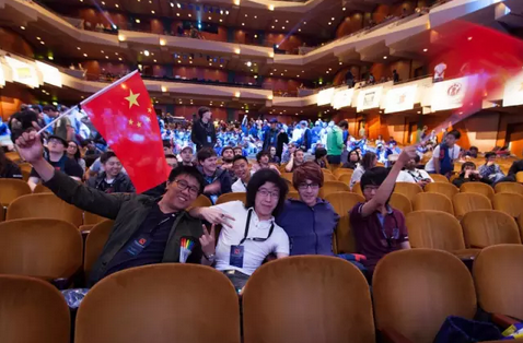在世界电子竞技产业的版图中,中国正在成为愈加不可忽视的一块拼图。根据2015年的数据统计,中国的电竞玩家数量占世界总数近45%,中国电竞市场的产值约占世界总数的7%,而在DOTA2这个项目上,中国始终保持用户的稳定增长,目前已经成为在线人数最多的国家,这也正是Valve公司选择中国作为冬季赛举办地的一个重要原因。加之完美世界和Valve长久以来良好的合作关系,可以预见,中国很可能成为四大特锦赛的永久举办地之一,这对于中国的电竞爱好者来说无疑是一项重大的福利,每一年他们都将获得近距离感受世界级电竞大神风采的机会。