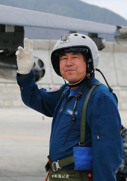 """《束缚军报》自然人微博""""军报记者""""3月10日上午登载了一篇签名为西部战区空军副顾问长王燕崎的文章《只有演练不作假,""""赤军""""赢了又何妨》。"""