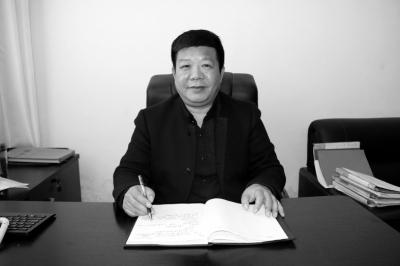 记者李�_记者李向华/整理王富晓/图