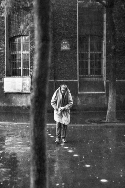 雨中的贾科梅蒂,1961 (来源网络)
