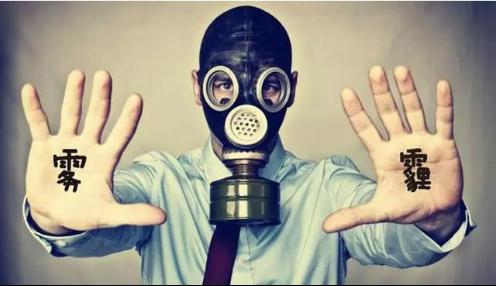 而在购买空气净化器前,我们都会先从网上了解下这方面的信息。网友的眼睛是雪亮的,听听他们的建议也不错。根据网友提供的点评意见,我们的眼球肯定会迅速瞄准国外品牌的空气净化器,像BLueair、奥郎格和IQari等。这些牌子的空气净化器,PM2.5过滤几乎为0,并且对人体危害更严重,不易过滤掉的超细微颗粒PM3.0的过滤也几乎为0。