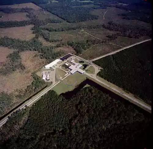 爱因斯坦 引力波 ligo/激光干涉引力波天文台(LIGO)。...