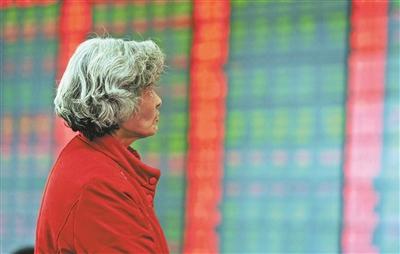昨天市场人气相当低迷,两市合计成交量仅有3040亿元 供图/视觉中国