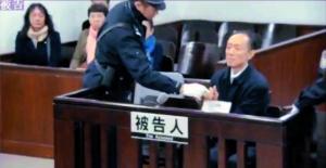 深圳市当局原秘书长、南边科技大学原副布告李平昨在广州中院受审。翻拍(视频截图)