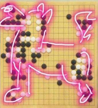 """继之前弈出的""""死""""字之后,今天""""AlphaGo""""的黑棋像一只张嘴咆哮的狗,实在令人唏嘘。"""