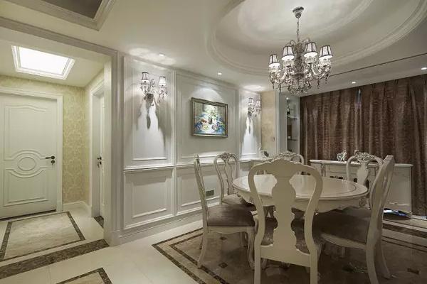 多层圆弧吊顶让整个餐厅上空更为广阔,就餐环境更具奢华.